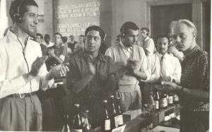 Unión-Internacional-de-Estudiantes-1951-Varsovia-Estudiantes-1951