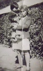 hermana de monica llanca y el hijo de monica, rodrigo, 1975
