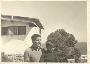 Fernando  y su hijo Pablo, El Quisco 30 marzo 1956