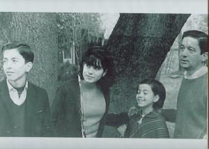 Fernando y sus hijos Estela, Pablo y María Luisa