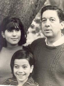 """Fernando con sus hijas  Estela y María Luisa en la casa de """"la hormiguita"""""""
