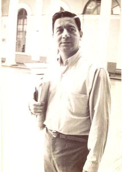 Fernando Ortiz en la casa central de la Universidad de Chile