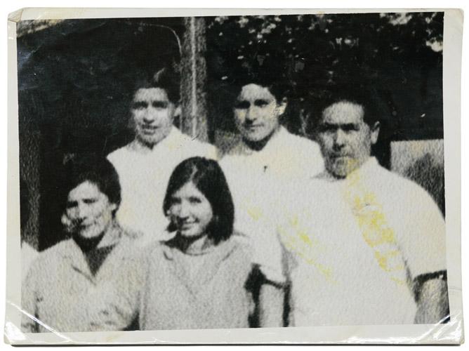 Parte de la familia Vargas Barrientos en su trabajo en el restaurant Bavaria, 1973